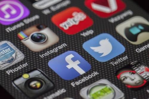 Facebook тестирует слияние новостей иИсторий